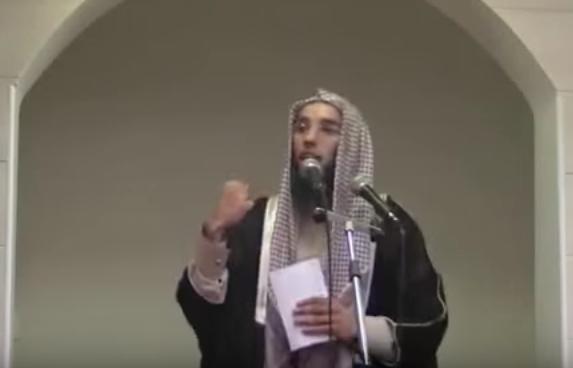 L'imam de Brest Rachid Abou Houdeyfa lors d'un prêche. Youtube