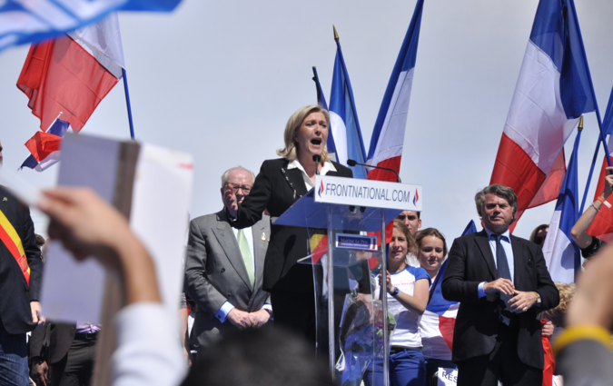 Marine Le Pen, meeting du 1er mai 2012 par Blandine Le Cain, via Wikimedia Commons