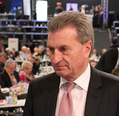 Günther Oettinger en 2014, par Olaf Kosinsky [CC BY-SA 3.0], via Wikimedia Commons